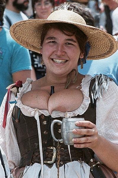 Деревня самых пышногрудых женщин Европы: Рис.7