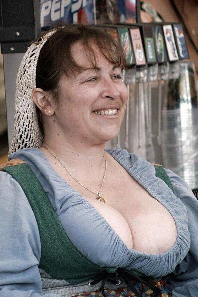 Деревня самых пышногрудых женщин Европы: Рис.9