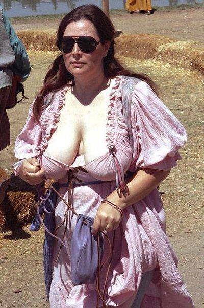 Деревня самых пышногрудых женщин Европы: Рис.12