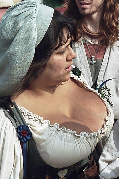 Деревня самых пышногрудых женщин Европы: Рис.14