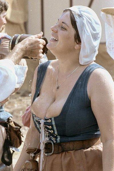 Деревня самых пышногрудых женщин Европы: Рис.19
