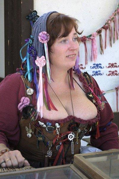 Деревня самых пышногрудых женщин Европы: Рис.20