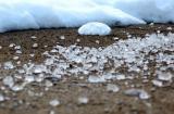 Зачем дороги посыпают солью?