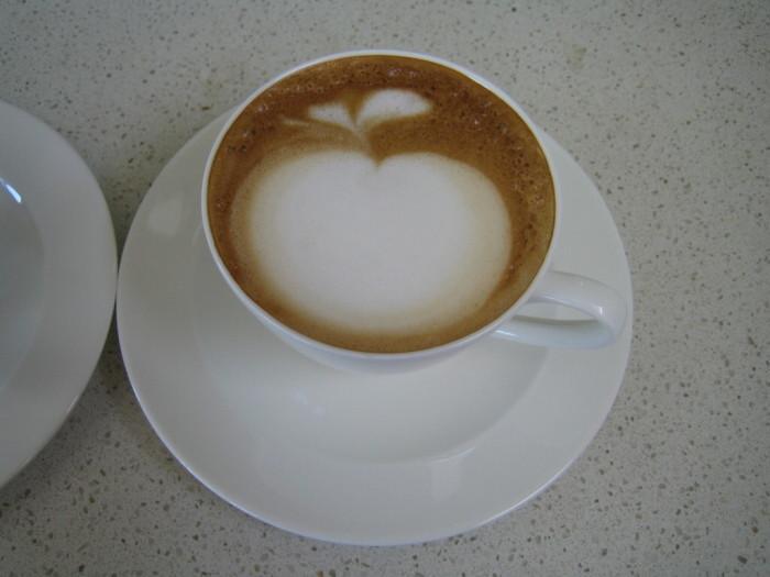 Кофе лате - это напиток, в котором в идеально подобранных пропорциях смешаны кофе с молоком.