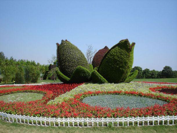 Скульптуры и фигуры из цветов: Рис.12