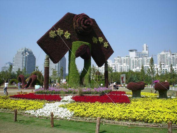 Скульптуры и фигуры из цветов: Рис.19