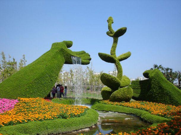 Скульптуры и фигуры из цветов: Рис.20