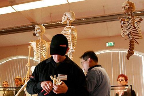 Выставка живых мертвецов: Рис.3