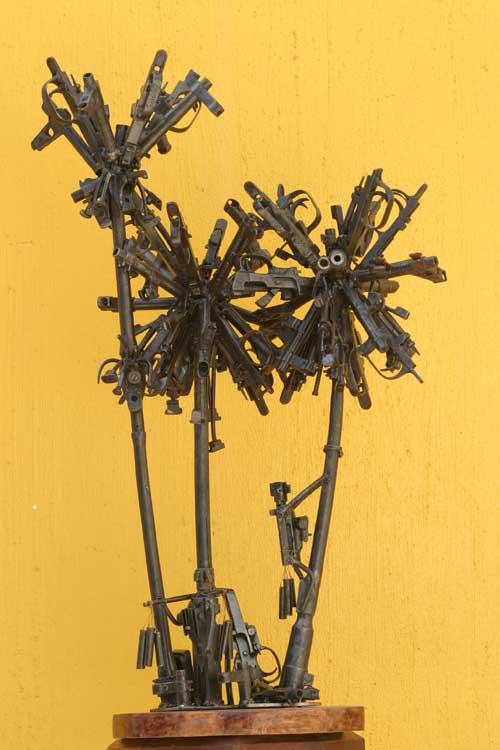 Скульптуры из оружия: Рис.1