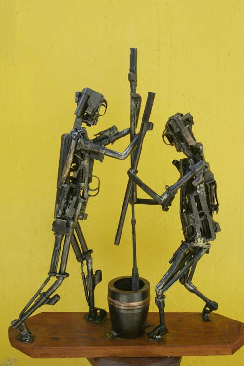 Скульптуры из оружия: Рис.2