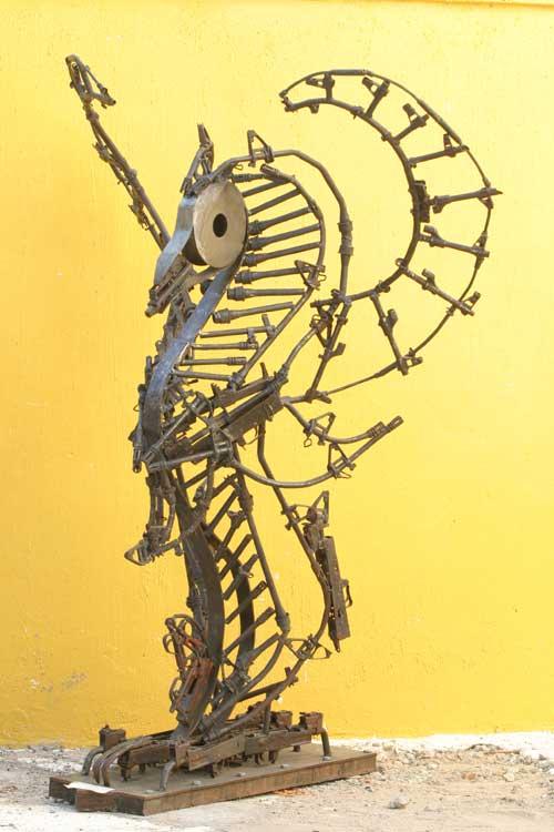 Скульптуры из оружия: Рис.4