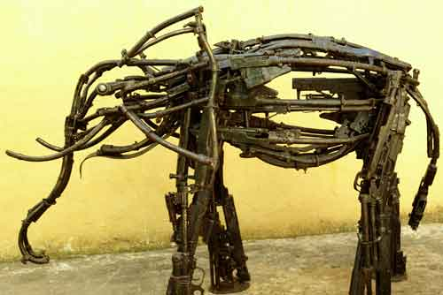 Скульптуры из оружия: Рис.10